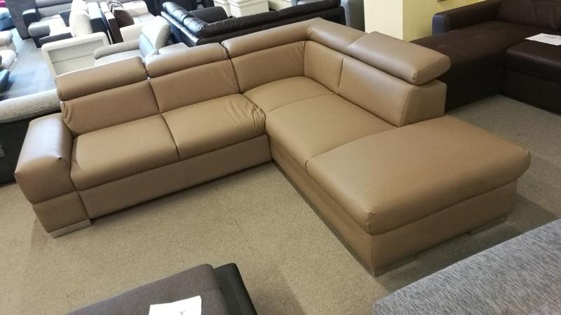 Letisztult, elegáns bútor, akár irodába is tökéletes választás