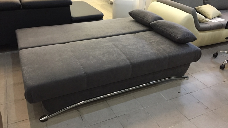 nagy méretű ágynak nyitható, modern vonalvezetésű kanapé