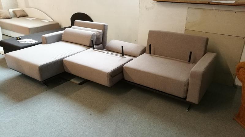 A kanapé részei előre és hátra is mozgathatóak, háttámlái többféle komfortfokozatra állítható
