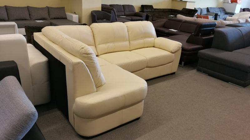 Krém színű sarokkanapé, érték és időtálló bútor