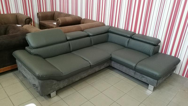 Fast kanapé igény szerint vendégágy funkcióval is  kérhető