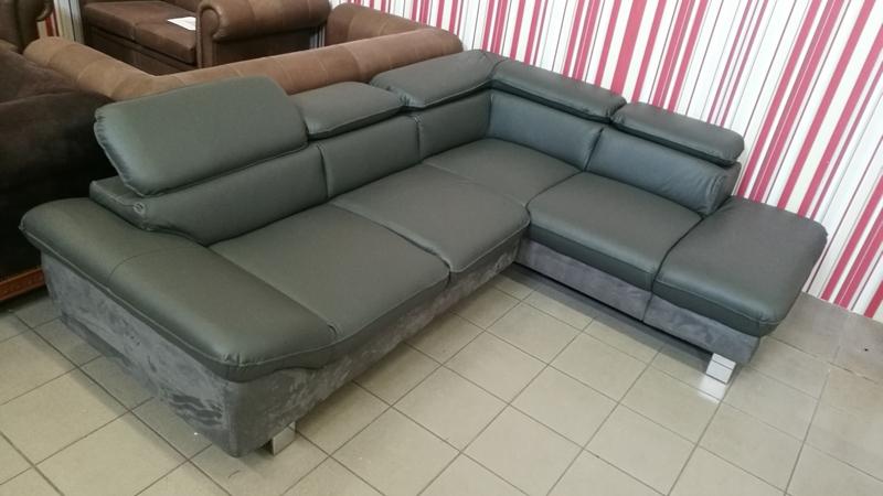 Fast szürke színű valódi bőrrel készült jobbos állású kanapé