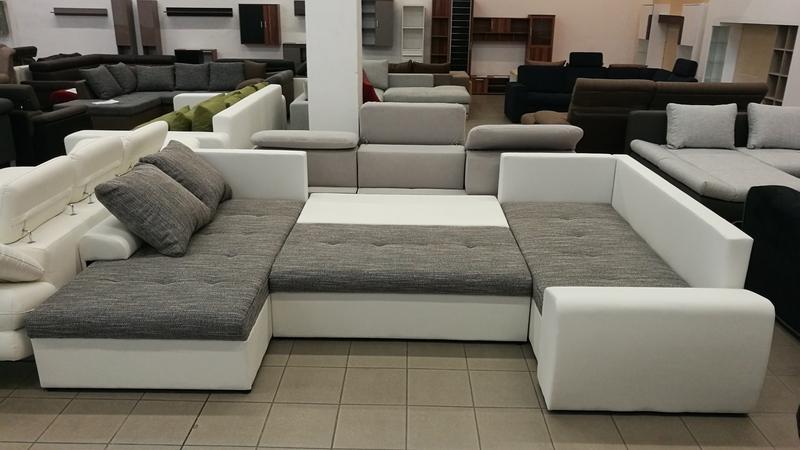 Az ülőgarnitúra igény szerint, kényelmes ágynak nyitható
