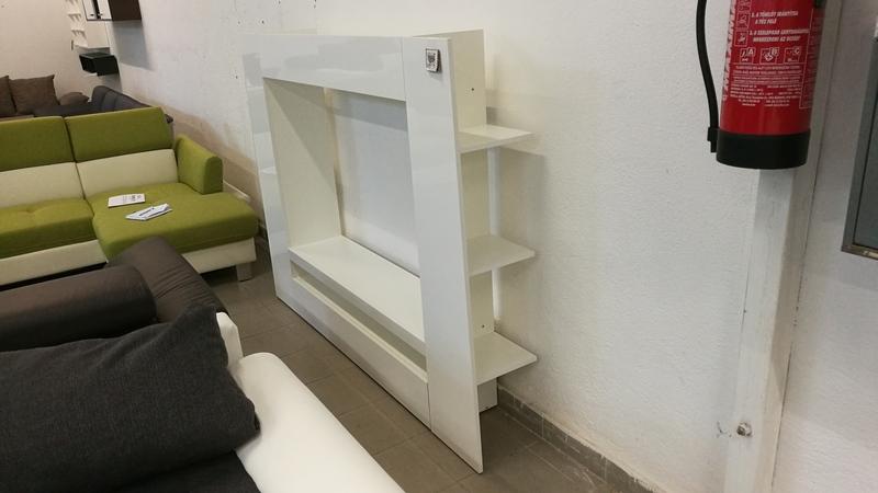 Hátsó, biztonságos rejtett polcokkal felszerelt nappali bútor