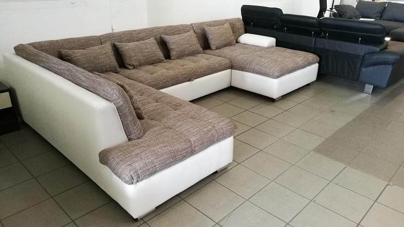 Fix háttámlás, akár térbe is állítható bútor
