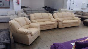 Hagyományos vonalvezetésű és összeállítású kanapé