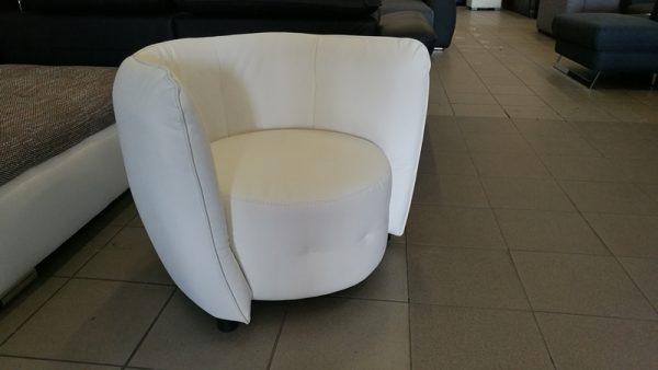 Hófehér MAYBE design fotel, modern megjelenésű, kényelmes pihneőszék