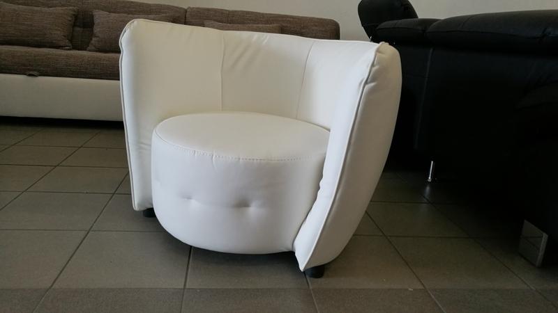 Modern vonalvezetésű, alacsony fotel, most extra kedvezménnyel