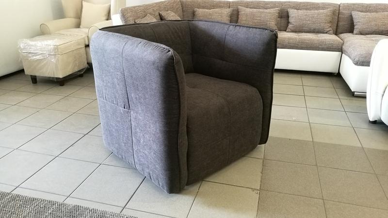 A POMP fotelből összesen 2db érkezett, a képen látható színben
