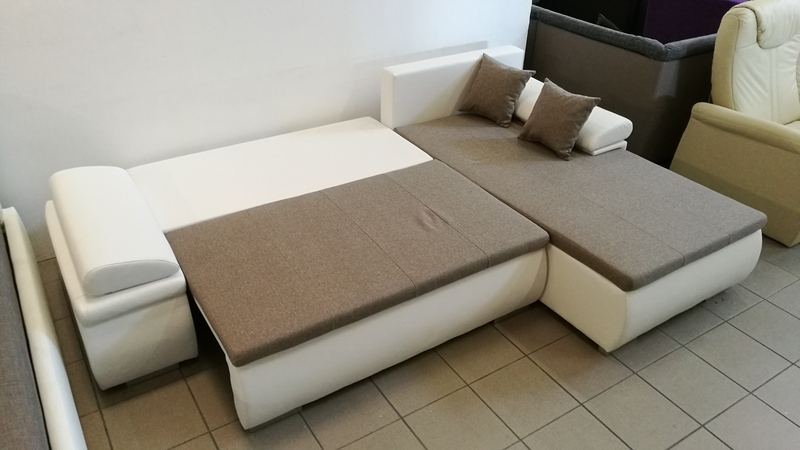 Billenő háttámlás bútor akár állandó alvása is alkalmas
