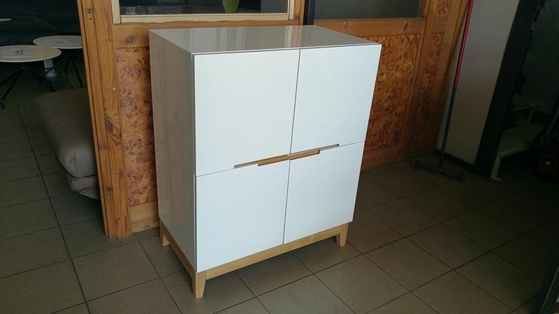 Elegáns, bőséges belső tárolóhellyel rendelkező minőségi import bútor