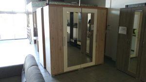 Tükörrel felszerelt, modern gardrób szekrény