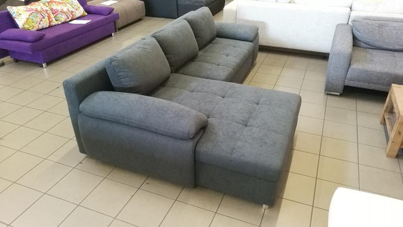 Íves vonalvezetésű, modern fiatalos kanapé