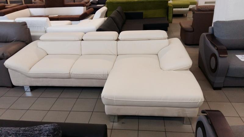 Exkluzív megjelenése, divatos színe, remek ára miatt méltán népszerű kanapé