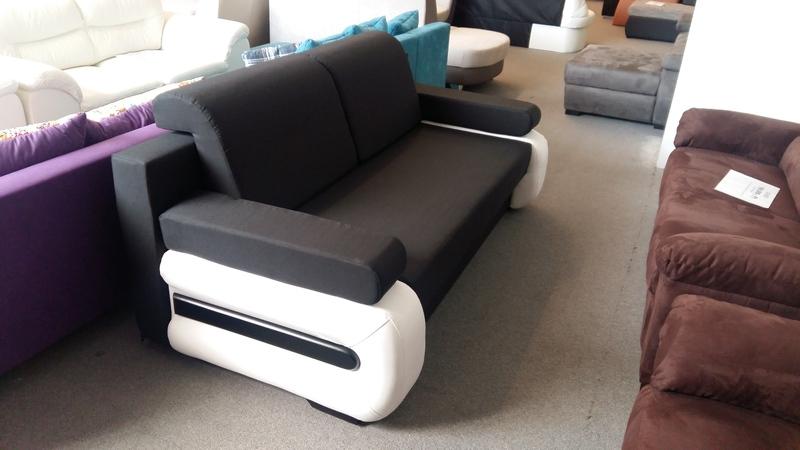 Modern, fiatalos kanapé többféle színben érkezett