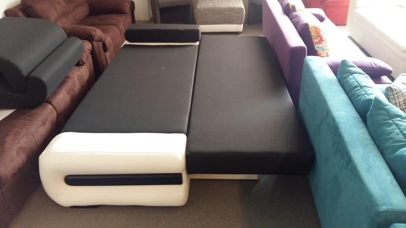 Fekvőfelülete 160 cm x 200 cm állandó alvásra is alkalmas