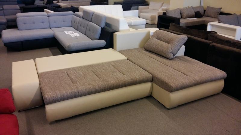 A kanapé, KIEMELŐ vasalattal könnyedén ágynak nyitható