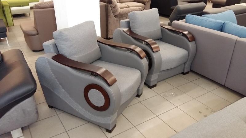 Modern vonalvezetésű, kényelmes rugós ülőfelületű fotelek