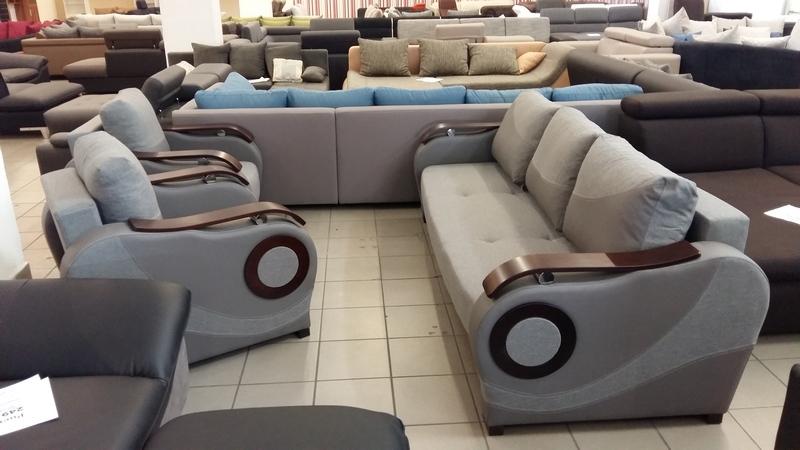 Íves kialakítással készült 3 személyes kanapé és 2db fotel