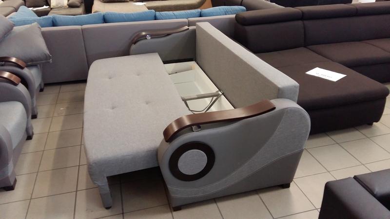 Az ágyneműtartó a kanapé ülőfelülete alatt található