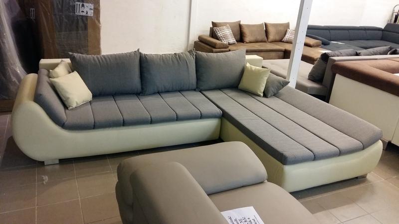 Balos állású, különleges formavilágú kényelmi kanapé