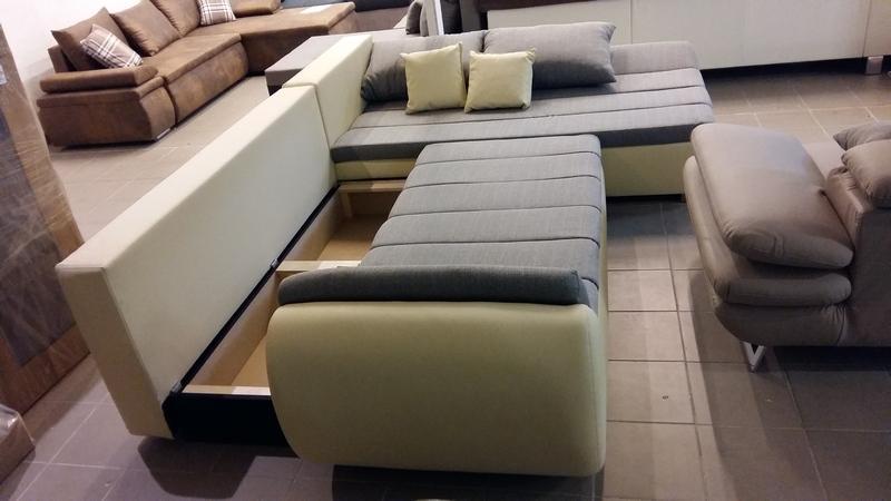 Az ülőfelület előrehúzásával, egyszerűen elérhető a kanapé ágyneműtartója