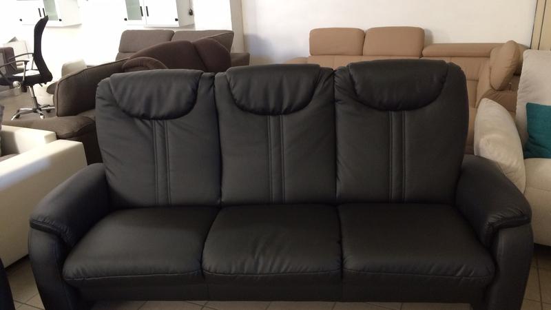 A Cantus 3 személyes kanapé könnyedén ágynak nyitható, ülőfelülete alatt praktikus ágyneműtartó található