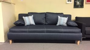 letisztult formavilágú, ágynak nyitható kanapé