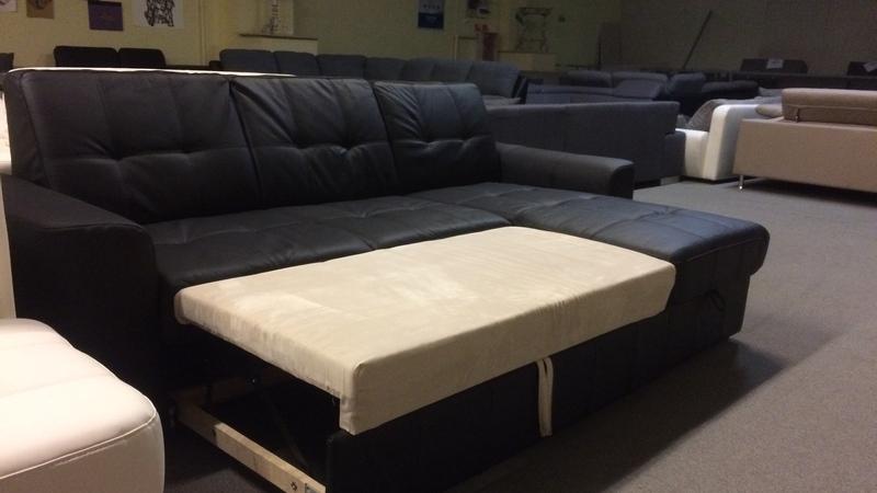 könnyedén ágynak nyitható, így alvásra is használható