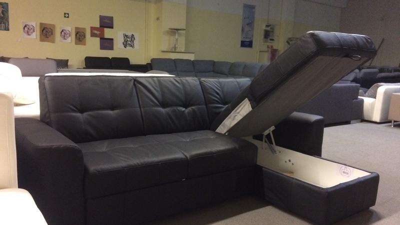 hatalmas felnyíló ágynemútartójába sok mindent pakolhat